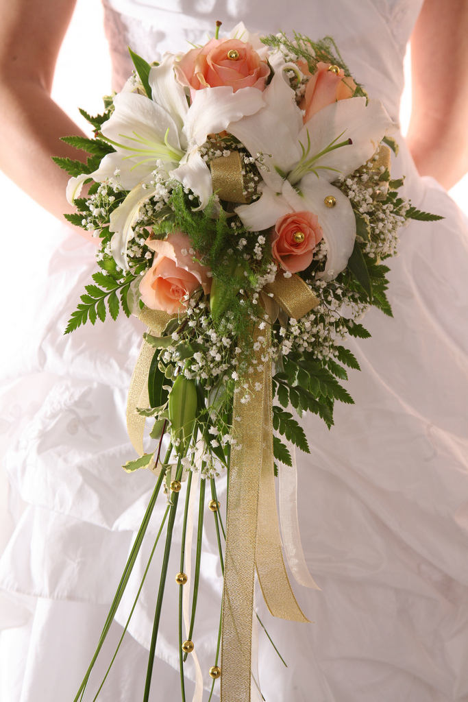 affordable wedding bouquets photo - 1