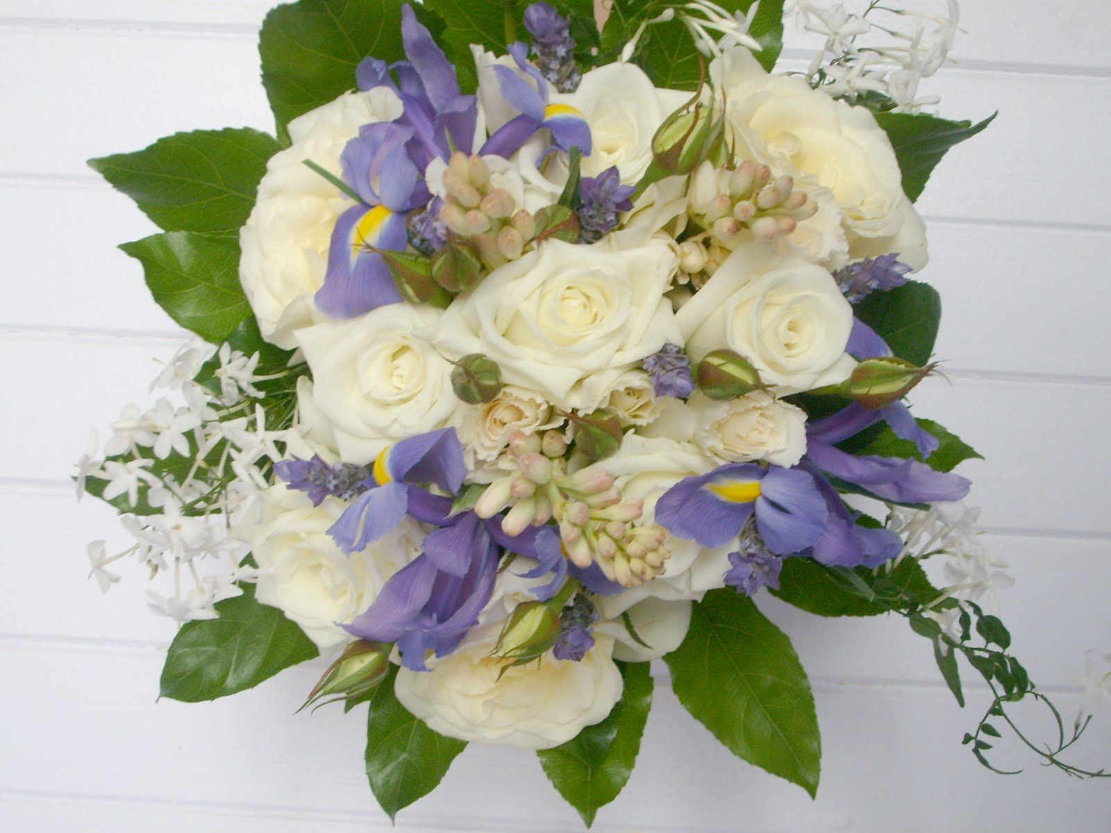 august wedding flowers bouquets photo - 1
