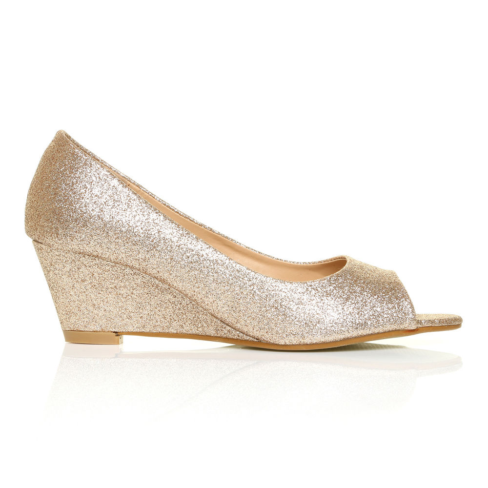 champagne colored bridal shoes photo - 1