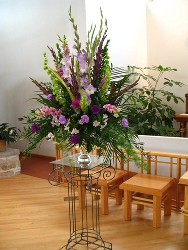 church wedding flower arrangement photo - 1