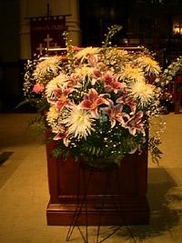 church wedding flowers photo - 1