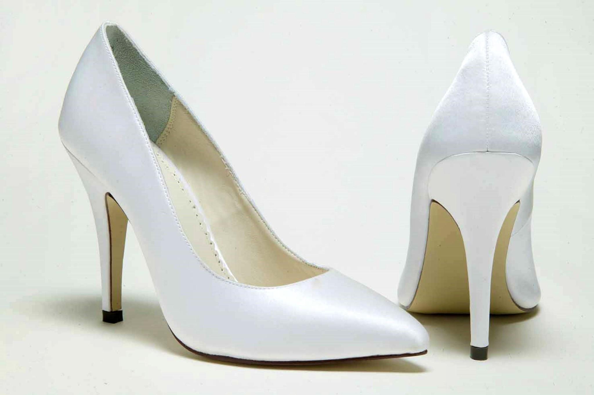 closed toe ivory wedding shoes photo - 1