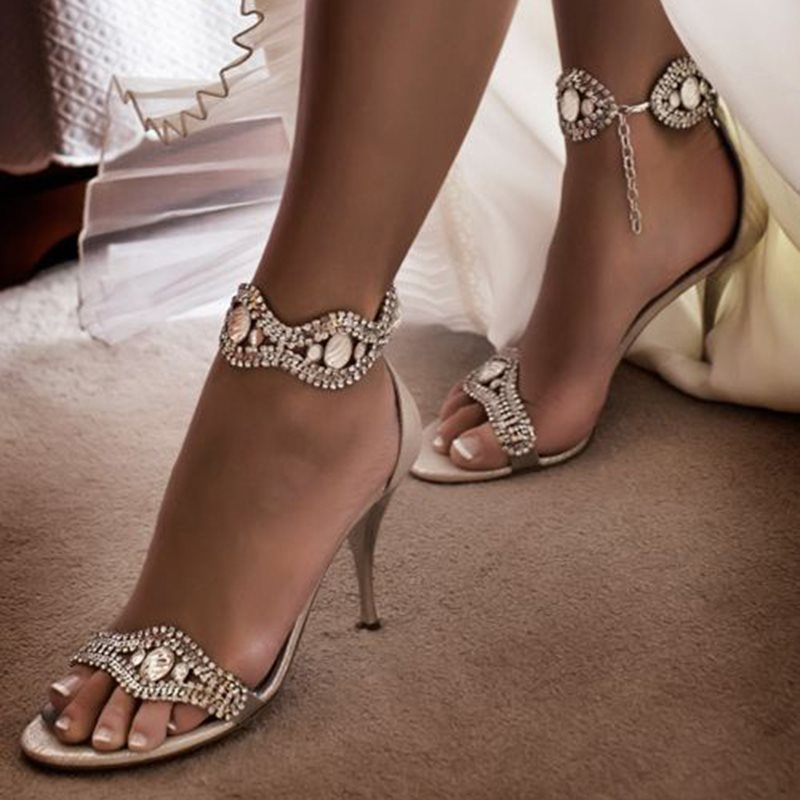 closed toe low heel wedding shoes photo - 1