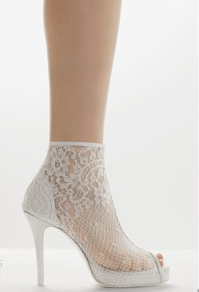 cream wedding shoes photo - 1