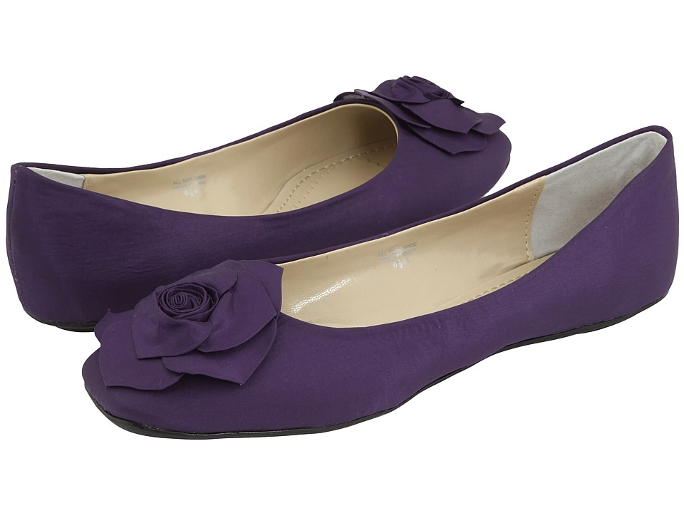 eggplant colored shoes wedding photo - 1