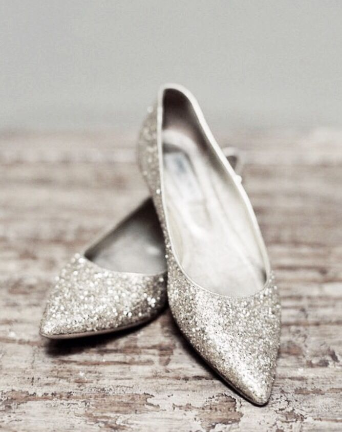 gold shoes for wedding photo - 1
