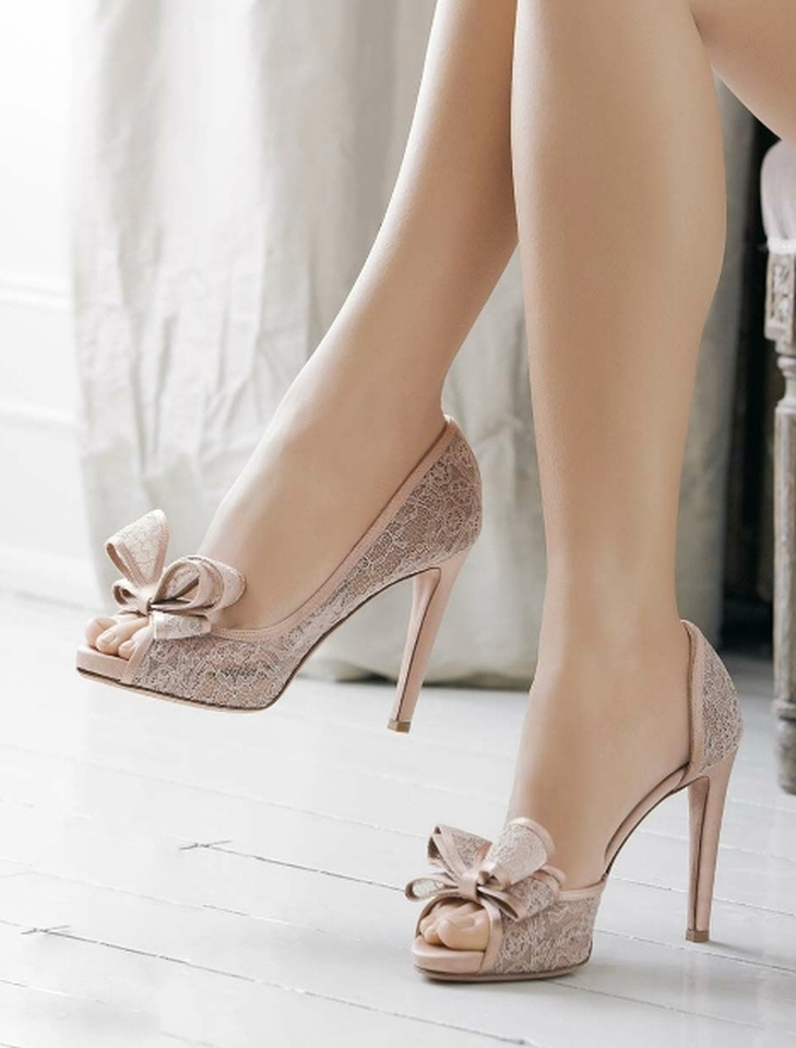 gold shoes low heel wedding photo - 1