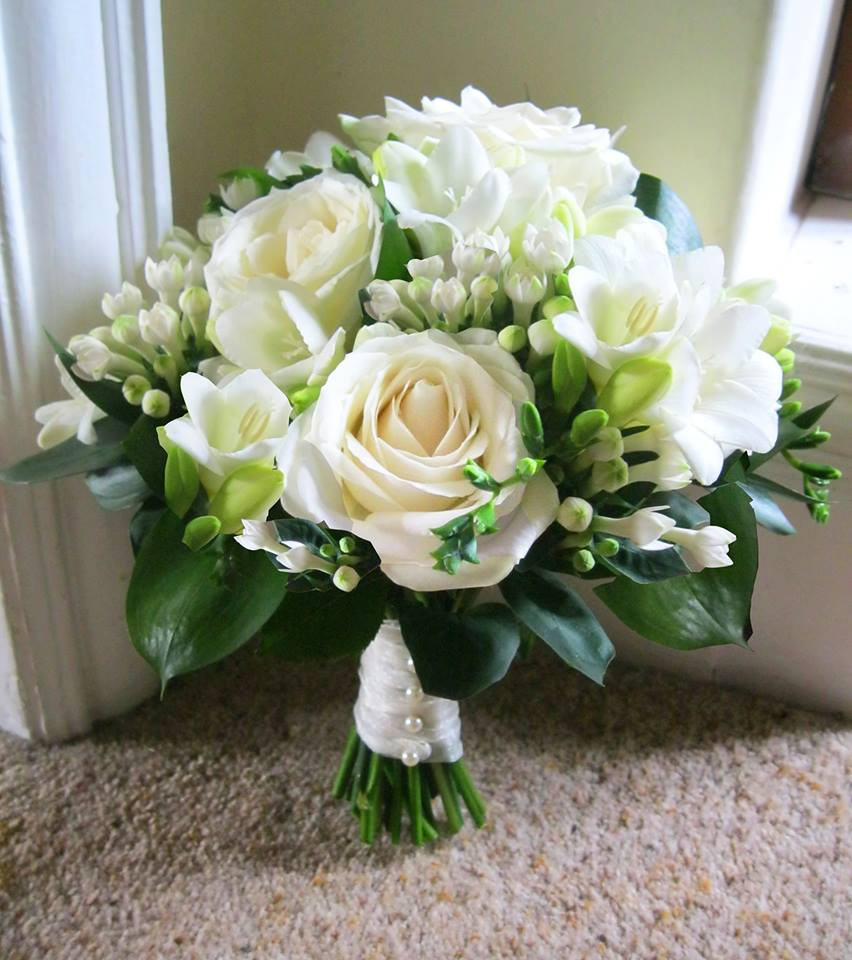 ivory flowers for wedding bouquets photo - 1