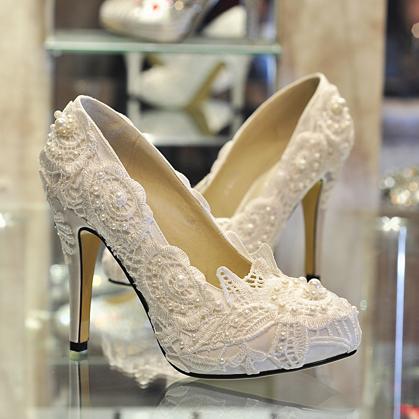 ivory shoes for wedding photo - 1