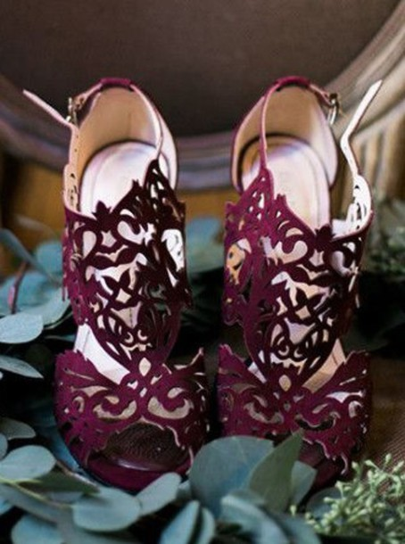 maroon wedding shoes photo - 1