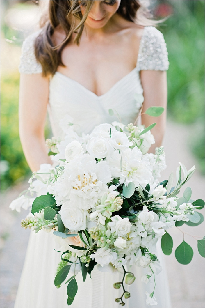 outdoor wedding bouquets photo - 1