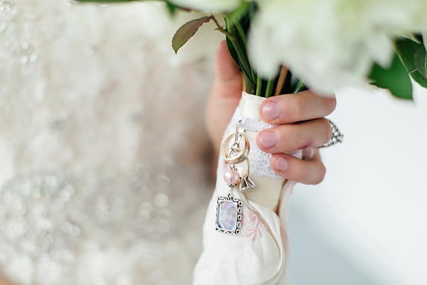 picture charms for wedding bouquets photo - 1