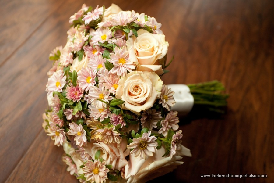 pink and orange wedding bouquets photo - 1