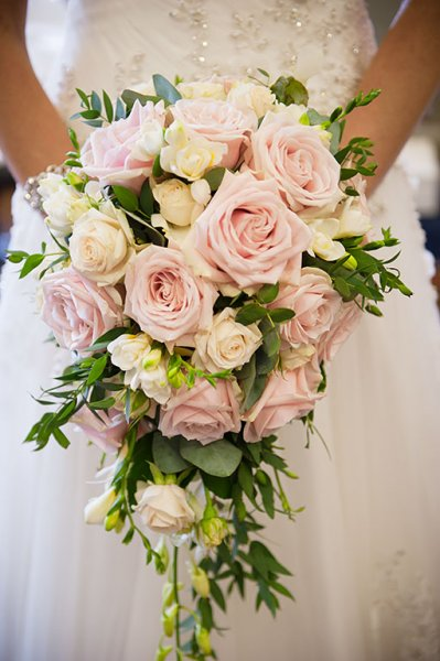 pink wedding bouquets photo - 1