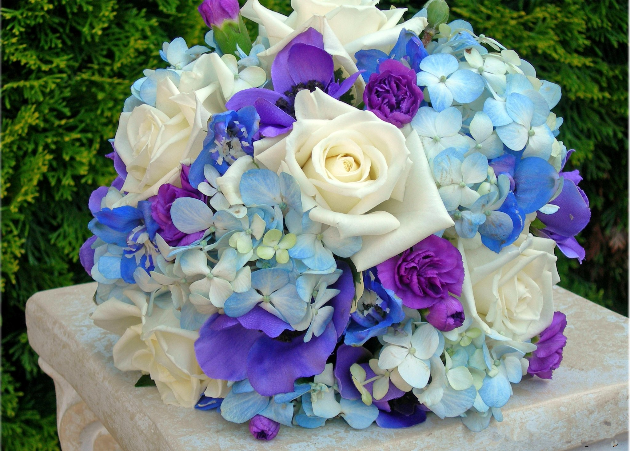 purple and blue wedding bouquets photo - 1