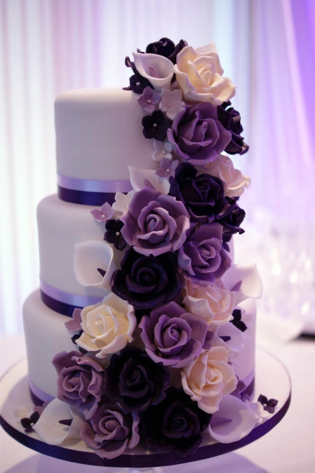 purple flowers wedding cake photo - 1