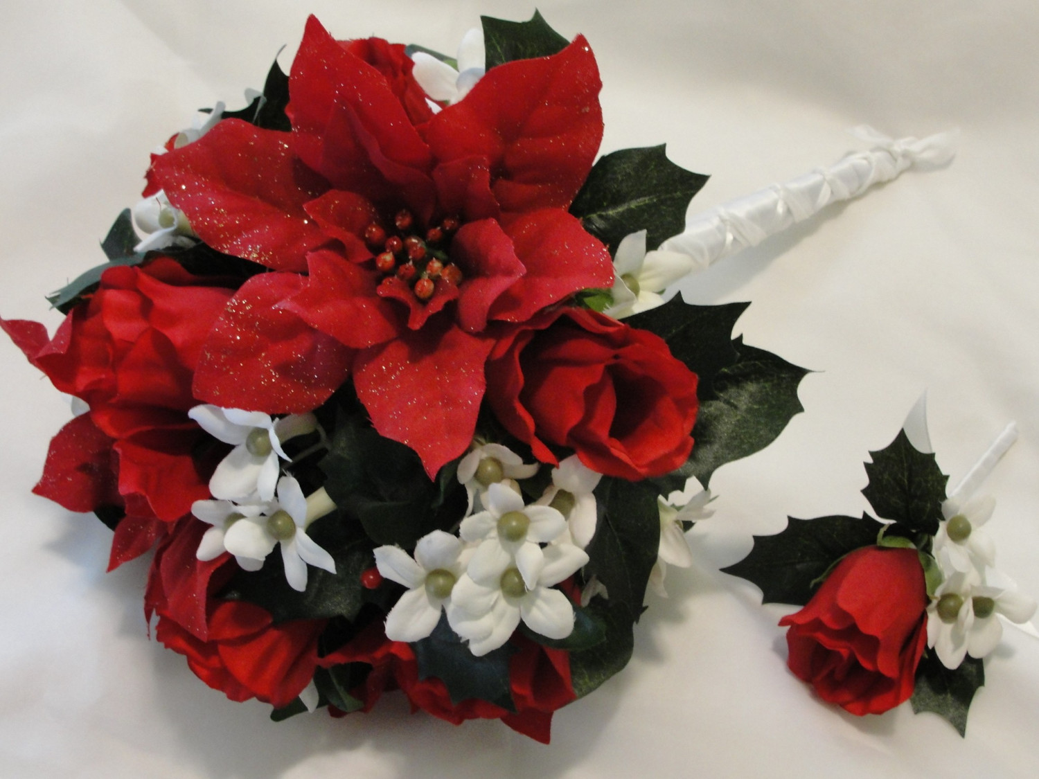red and white wedding flowers photo - 1
