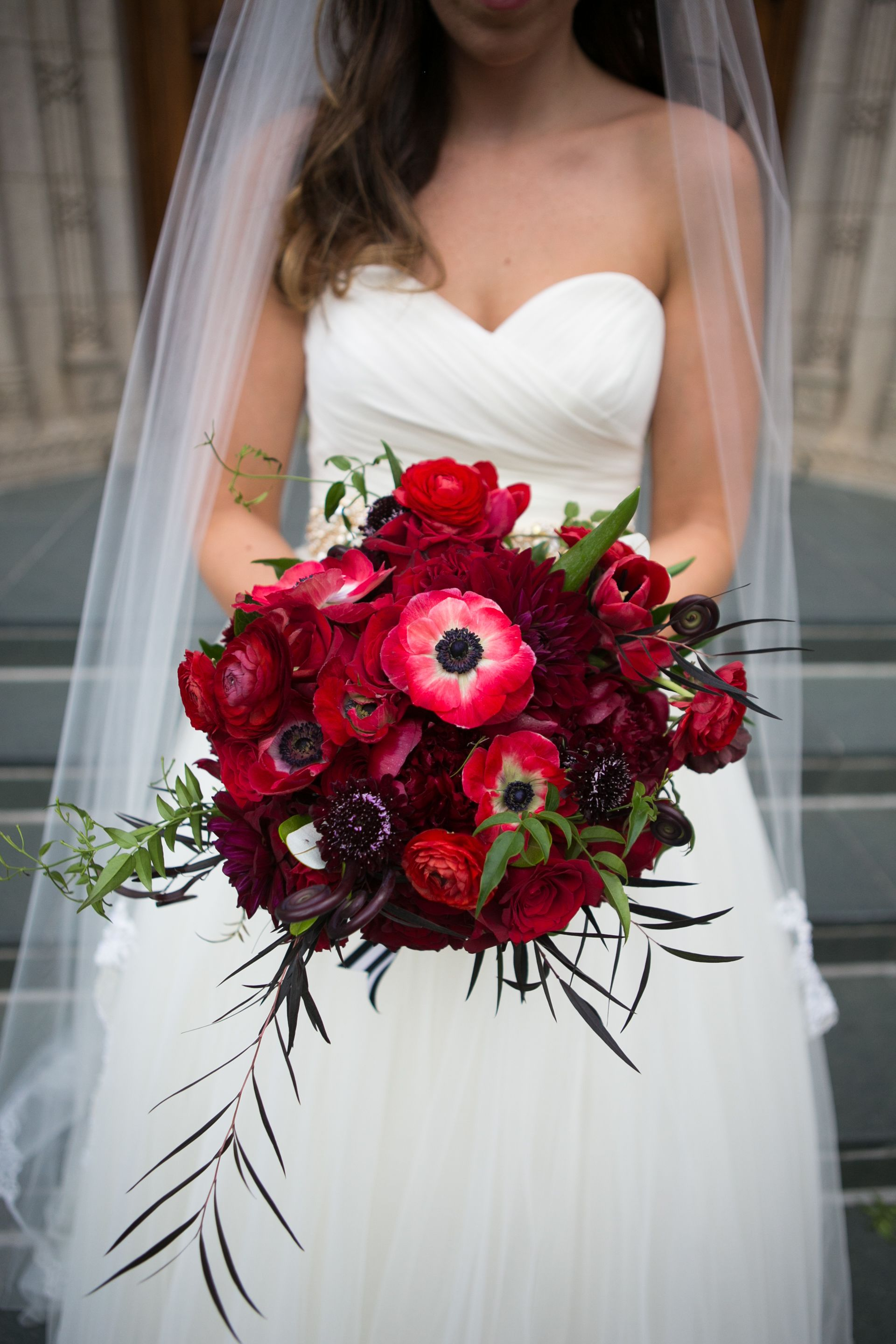 red bouquets wedding photo - 1