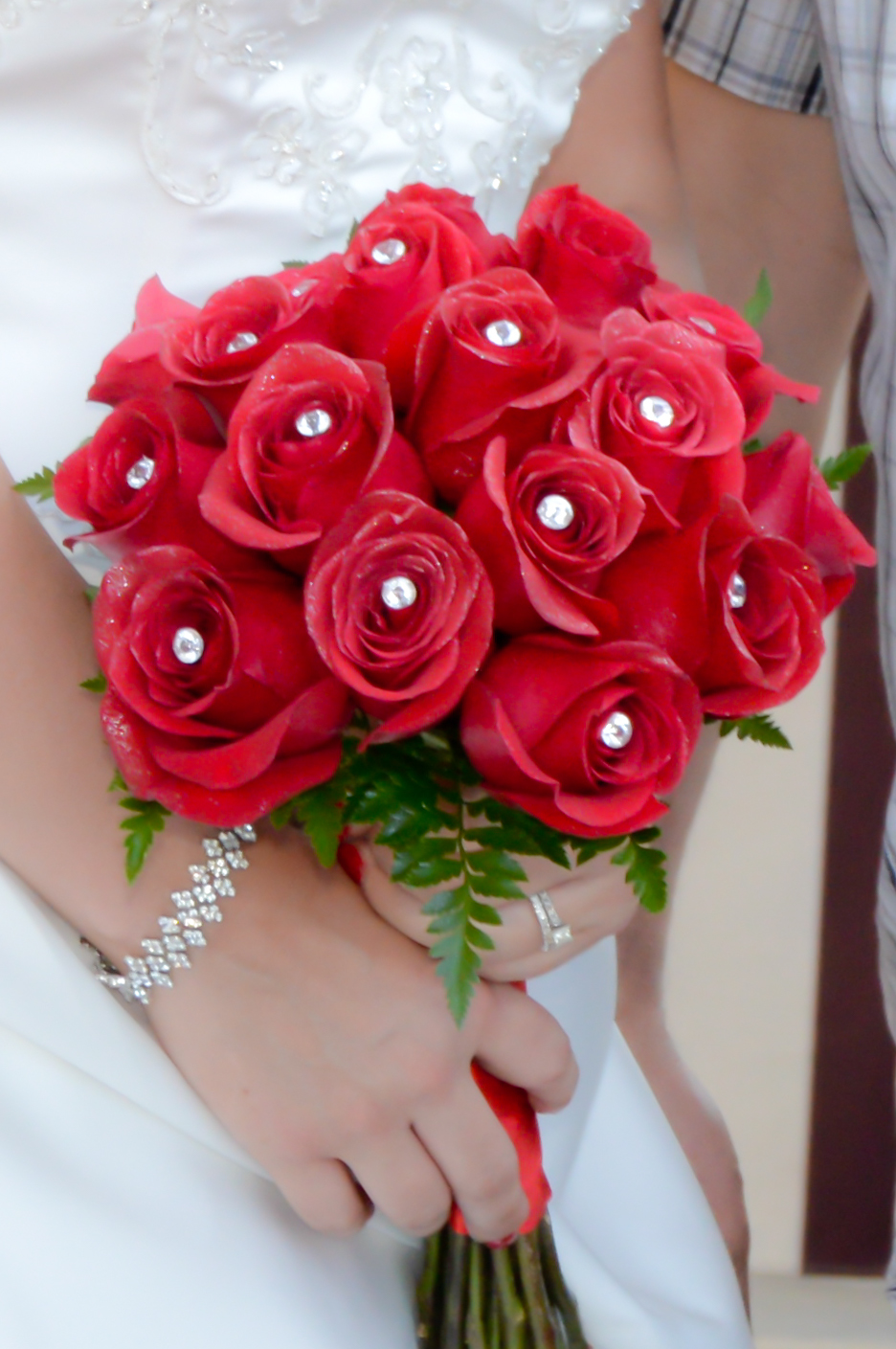 red roses bridal bouquets photo - 1