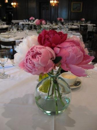 red wedding flowers photo - 1