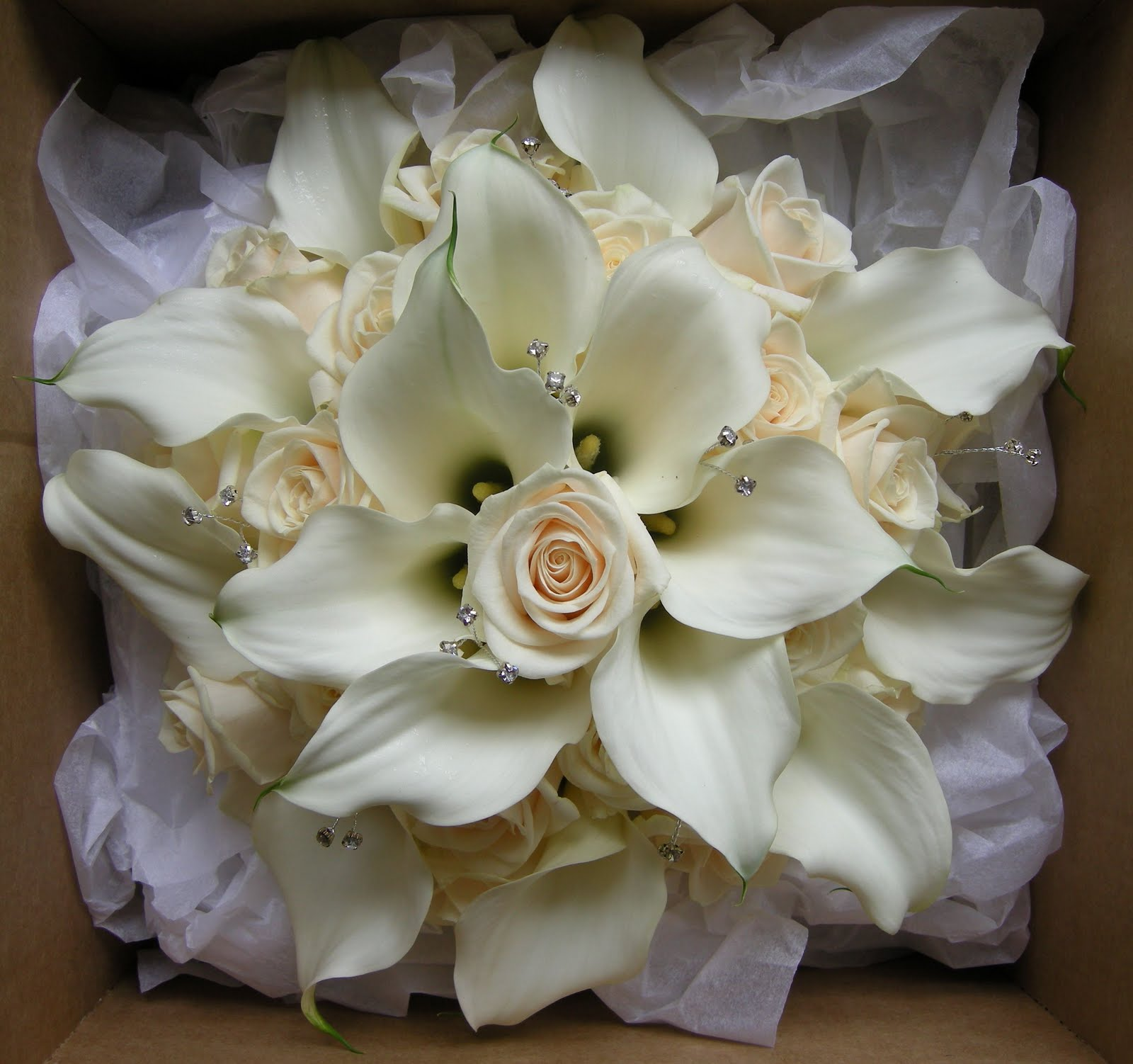 rose and lily wedding bouquets photo - 1