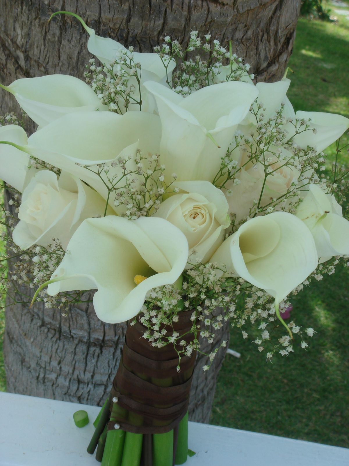 roses and lilies wedding bouquets photo - 1