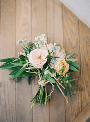simple country wedding bouquets photo - 1