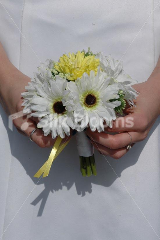 small wedding bouquet photo - 1