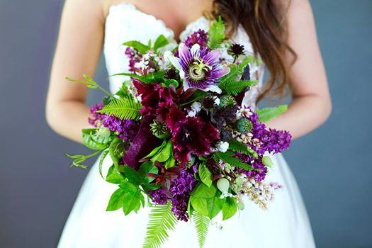 tulip bouquets wedding photo - 1
