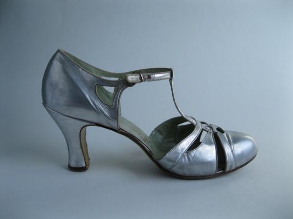 vintage t strap wedding shoes photo - 1