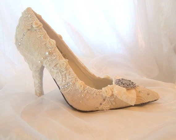 vintage wedding shoes photo - 1