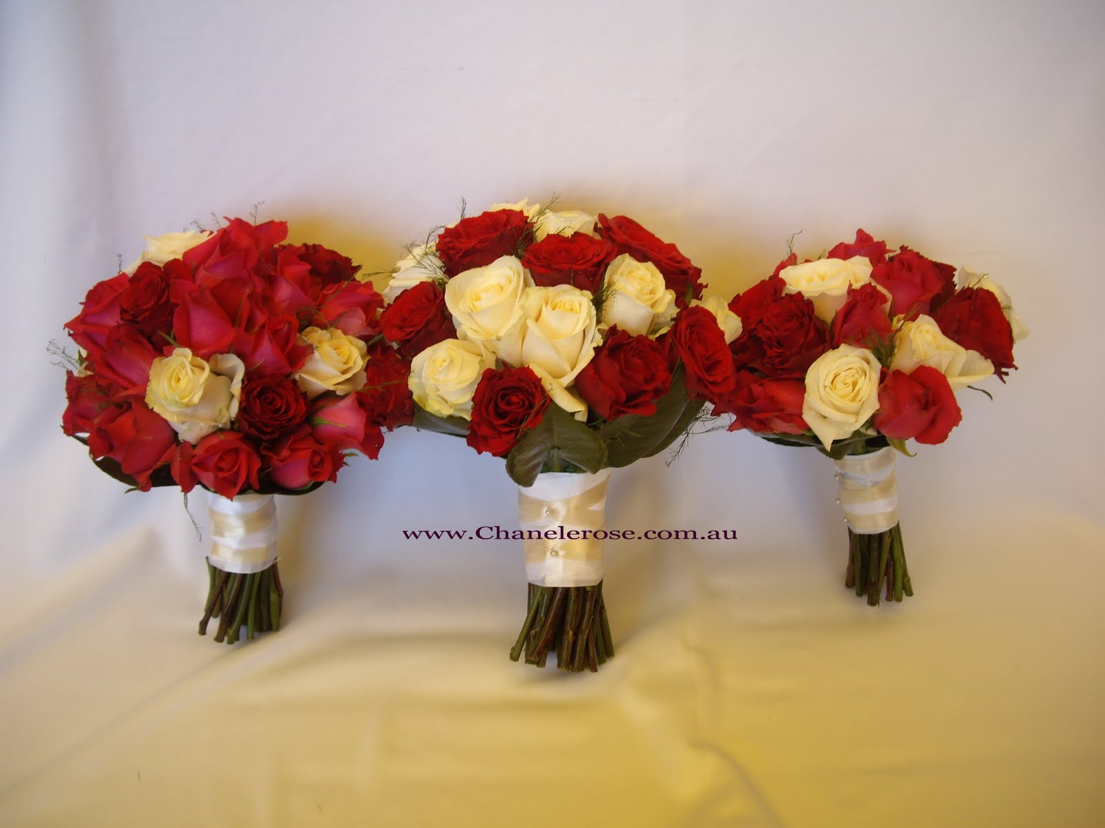 wedding bouquets red and white roses photo - 1