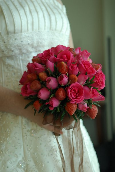 wedding bouquets with berries photo - 1