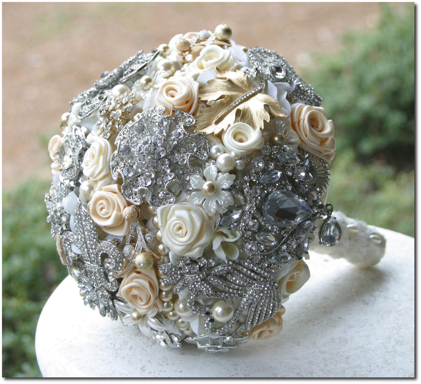 wedding bouquets with brooches photo - 1