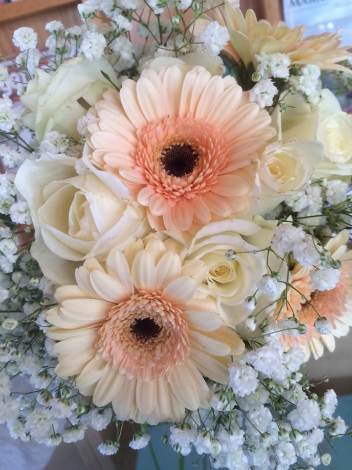 wedding bouquets with gerber daisies photo - 1