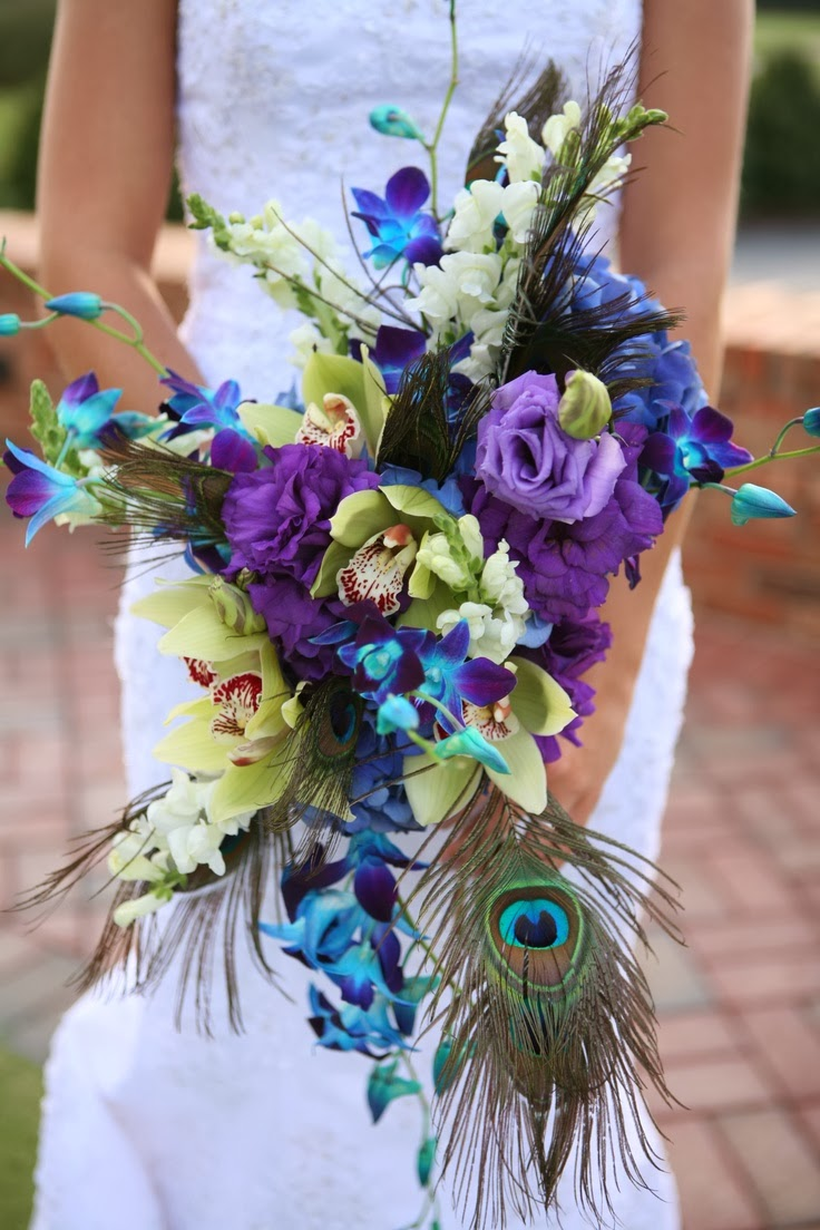 wedding bouquets with peacock feathers photo - 1