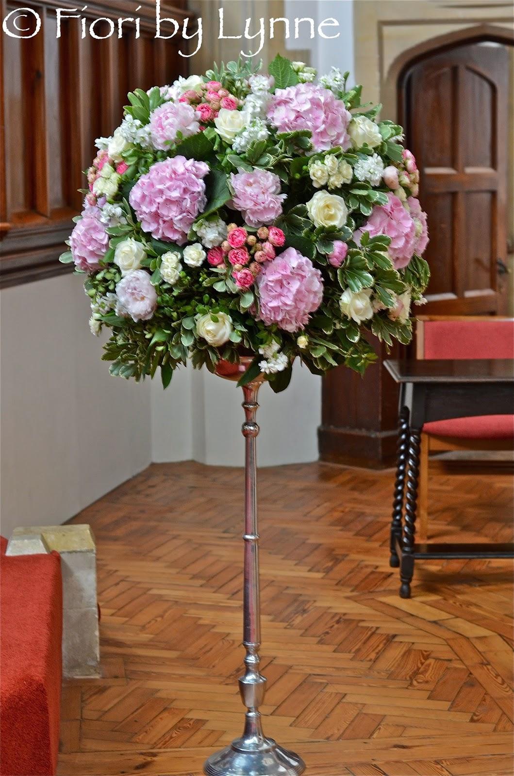 wedding church flowers photo - 1
