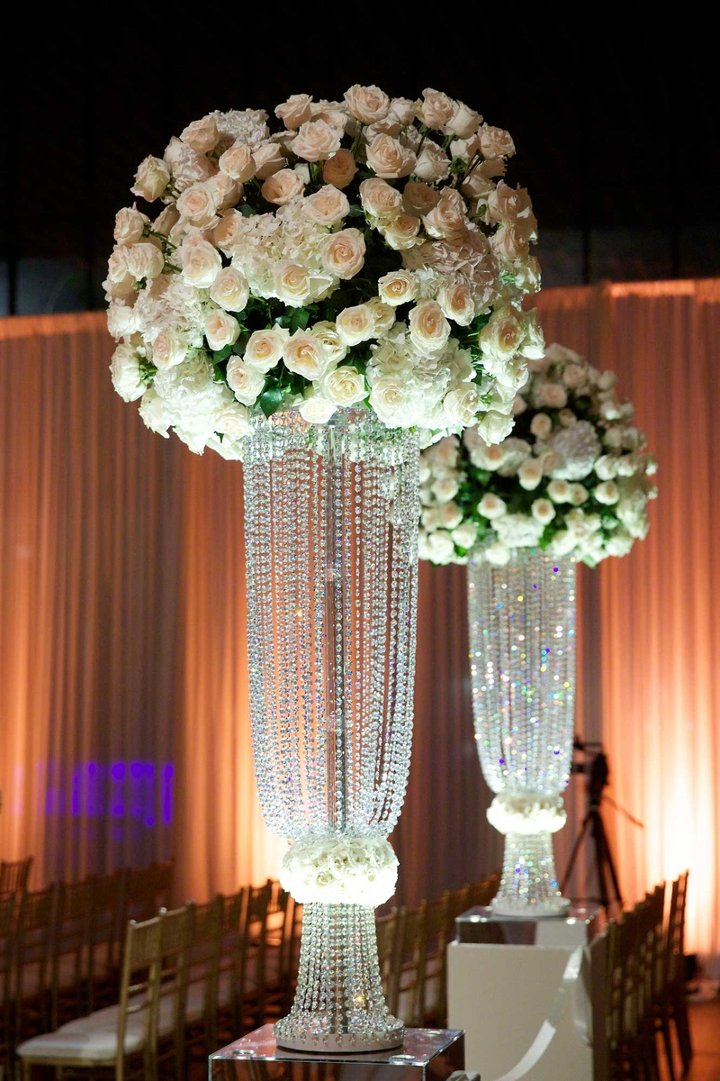 wedding columns with flowers photo - 1
