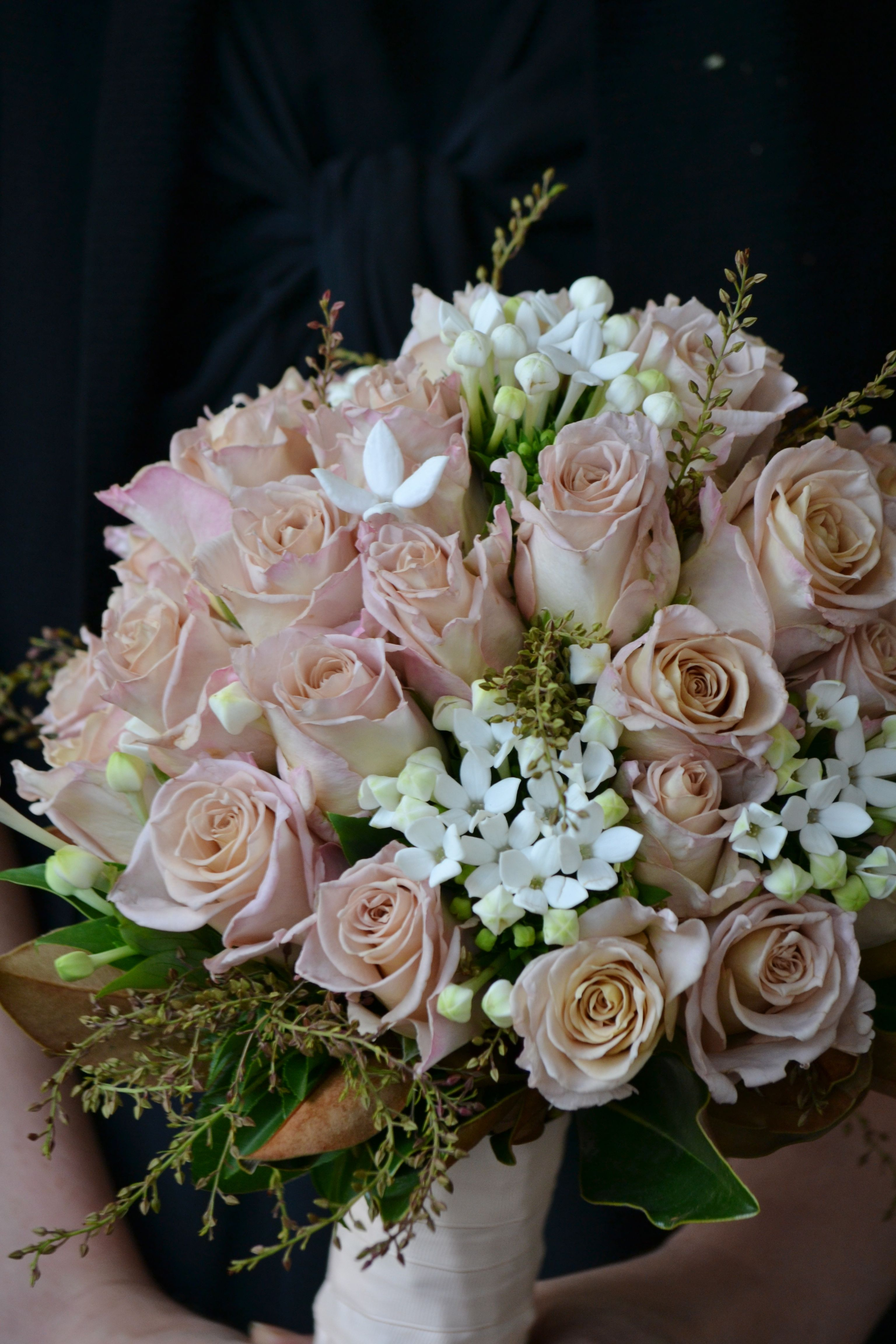 wedding table bouquets photo - 1