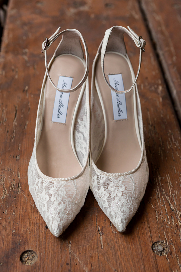 what shoes to wear with lace wedding dress photo - 1