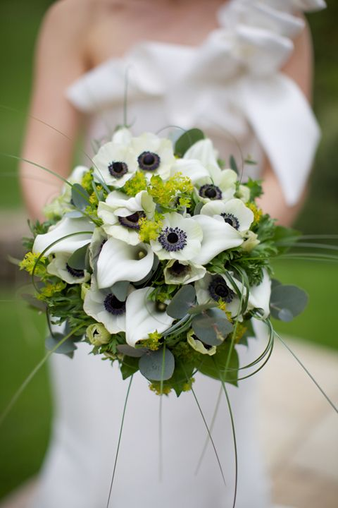 white and black wedding bouquets photo - 1