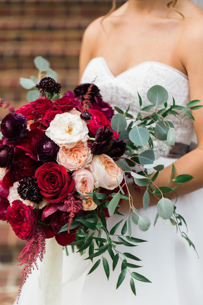 white and hot pink wedding bouquets photo - 1