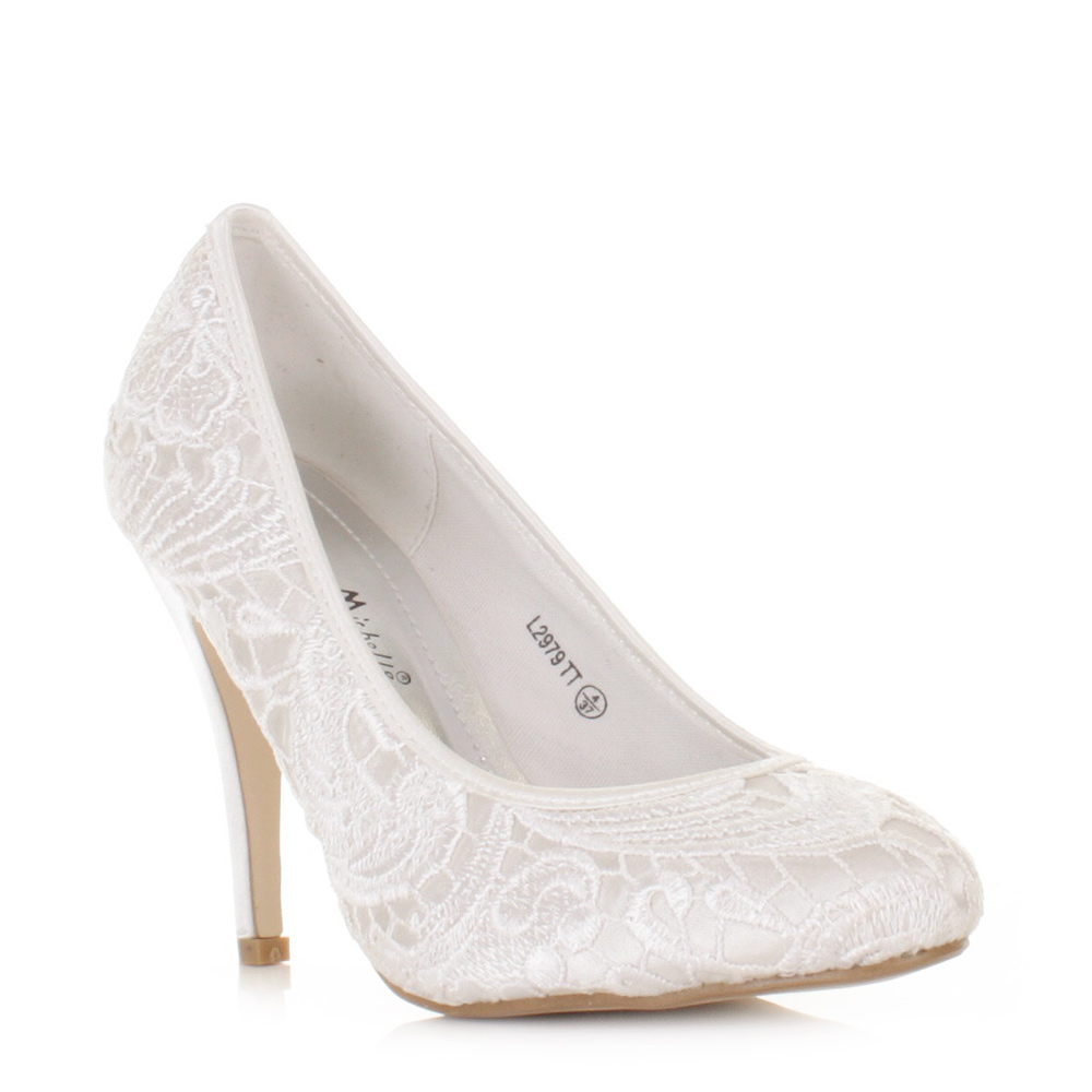 white bridal shoes photo - 1