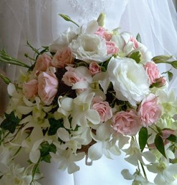 white roses for wedding bouquets photo - 1