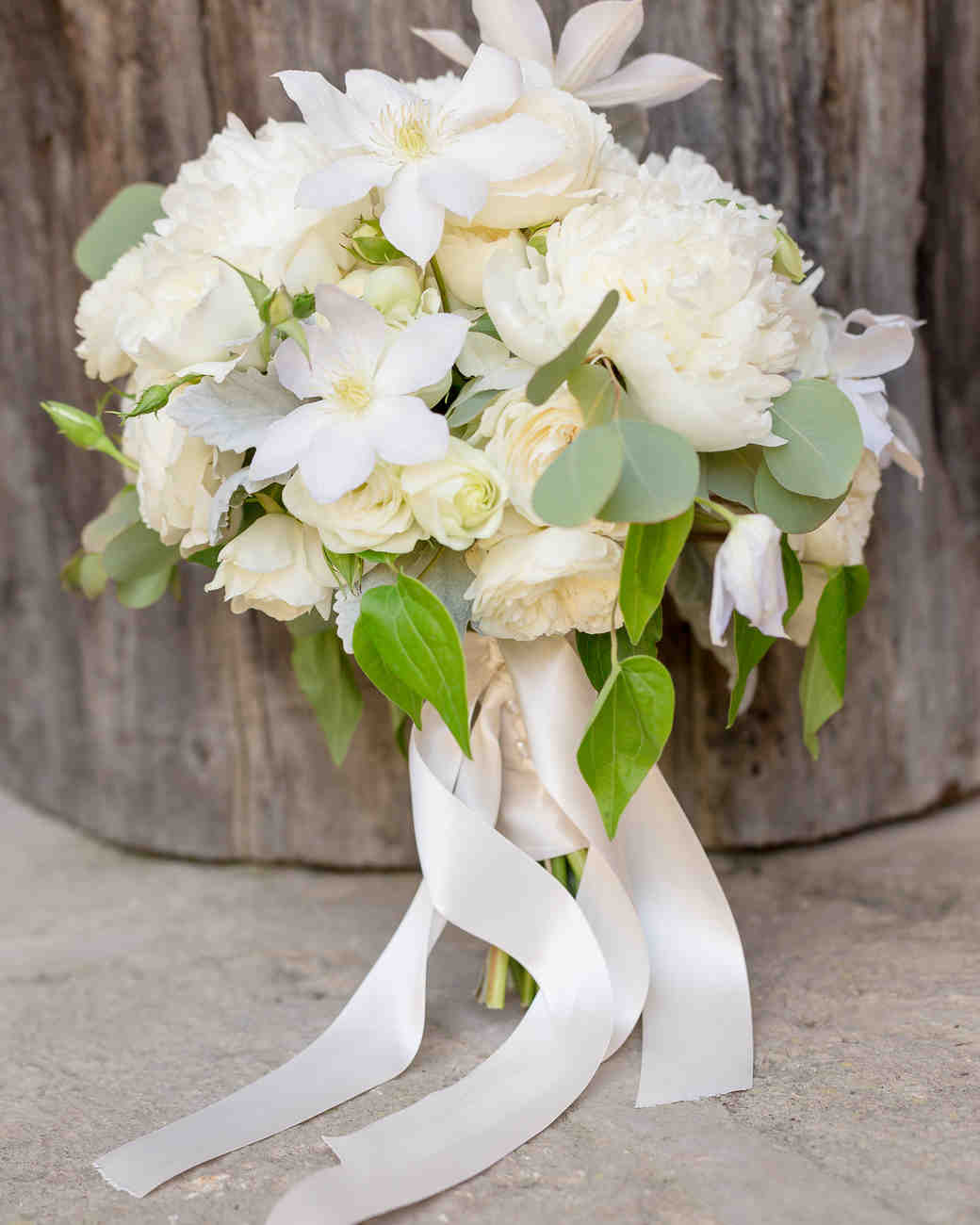 white wedding bouquet photo - 1