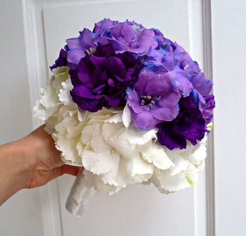 white wedding flowers photo - 1