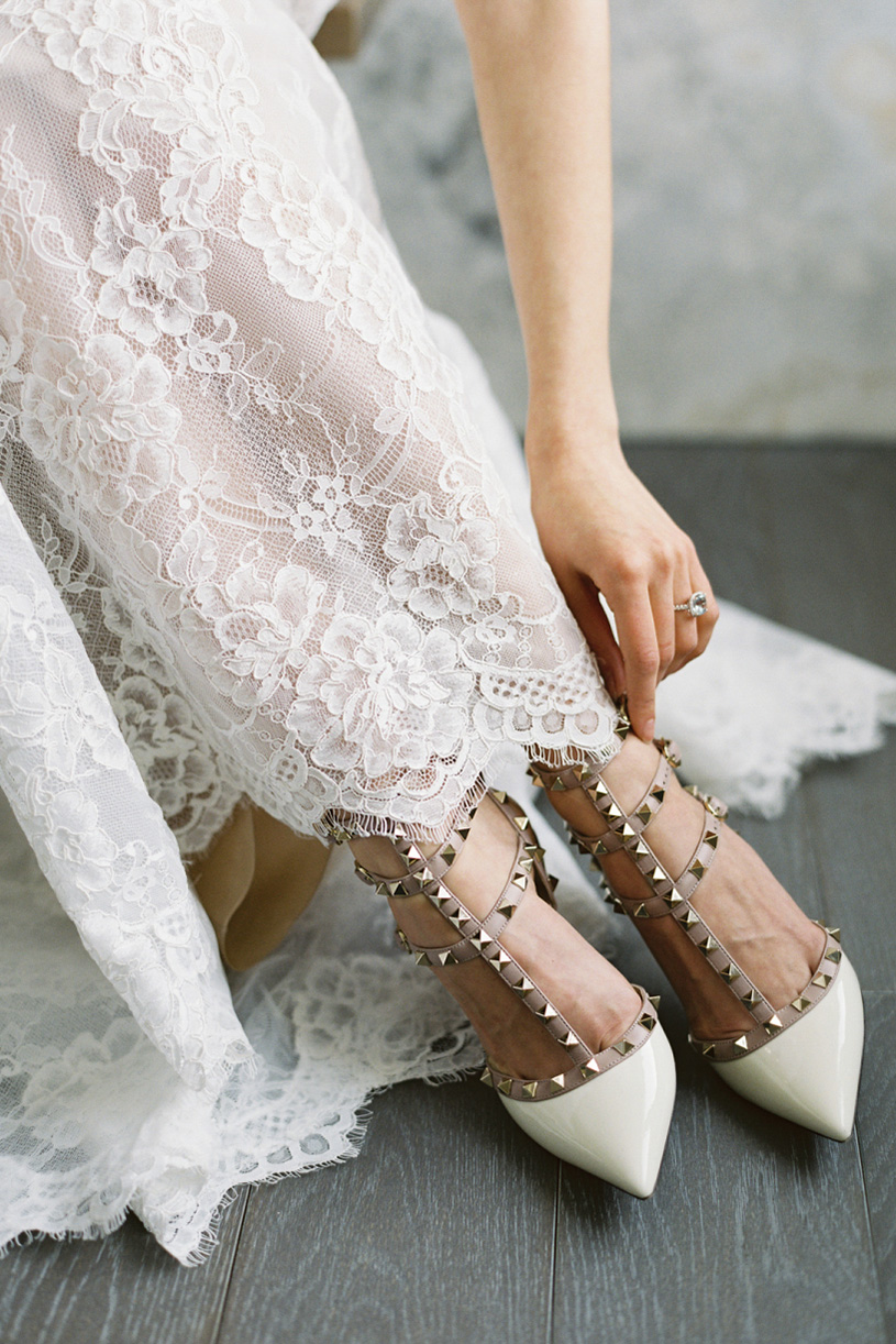 white wedding shoes with rhinestones photo - 1