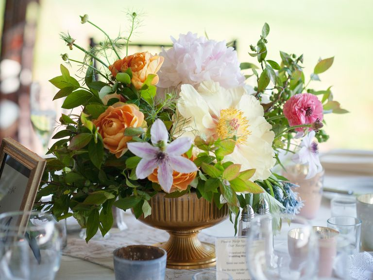 who pays for wedding flowers photo - 1