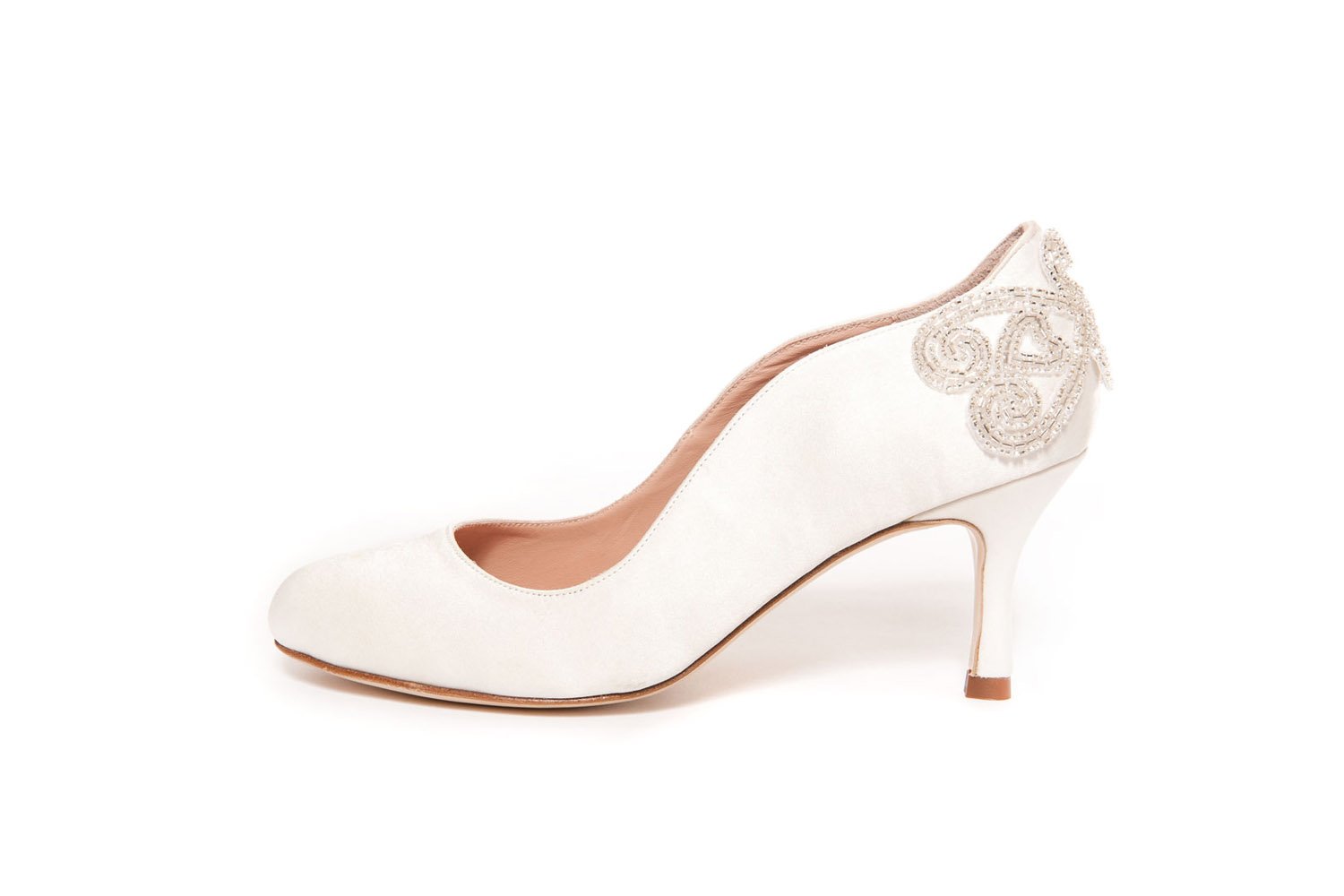 wide with bridal shoes photo - 1