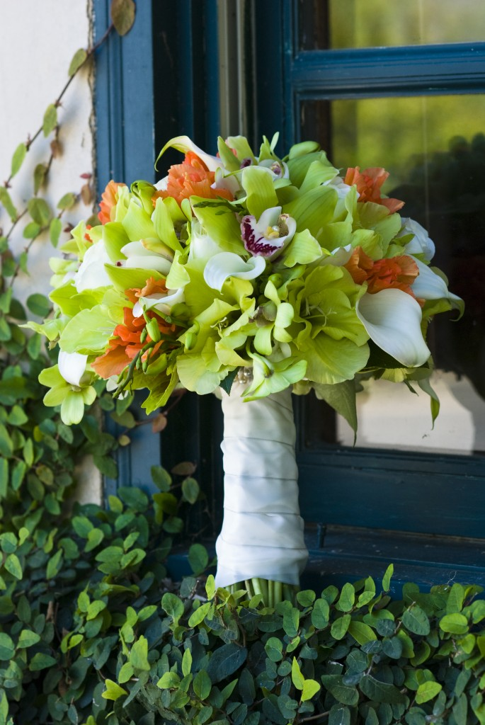 wine colored wedding flowers photo - 1
